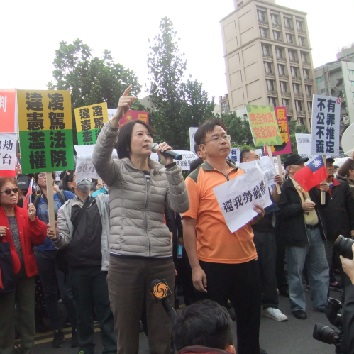 105.11.29 黨委會抗議